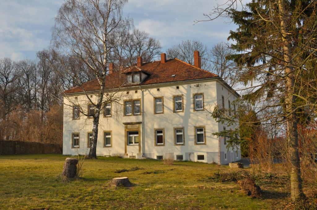 Ärzte und Wohnhaus